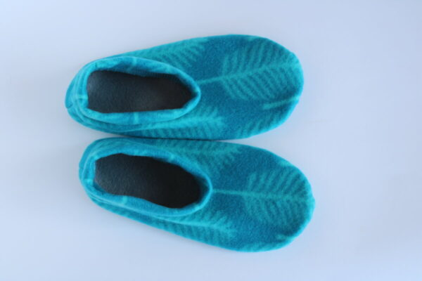 Shop Wyoming Blue Green Palm Leaves Slippers/ House Shoes